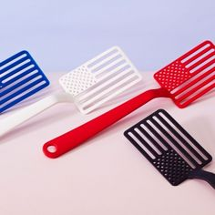 The Star Spangled - Spatula by Jacob Wasserman for Areaware is an All-American Spatula, created by a Rhode Island educated New Jersey designer and made in the USA by a Chicago, IL manufacturer. 15€ @ charlesandmarie.com