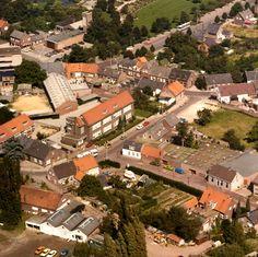 Luchtfoto van Peter van Schalen, Julianastraat, 1e St. Jozefstraat uit 1979 te Asten