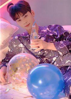 Jskdhwjdn his cute lil ponytail Cha Eun Woo, Kim Myungjun, Park Jin Woo, Jinjin Astro, Astro Wallpaper, Pig Wallpaper, Cha Eunwoo Astro, Lee Dong Min, Fandom