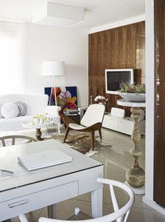 biało-brązowe wnętrze,okładziny na scianę,orzechowe okleiny,orzech z połyskiem,nowoczesne wnetrze,jak urzadzić małe mieszkanie,eleganckie wnętrze