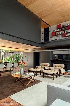 Vidros integram casa paulistana à rua e ao jardim interno - Casa
