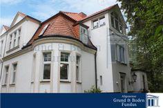 Beeindruckende Villenhälfte in Berlin-Grunewald  Die angebotene Villenhälfte wurde im Jahr 1928 errichtet und befindet sich auf einem ca. 680 m² großen und sonnigen Grundstück. Hier verfügen Sie über ca. 400 m² Wohnfläche verteilt auf vier Ebenen.   Weitere Informationen finden Sie auf http://www.grund-boden-fundus.de/de_objektdetails.php?ID=B29255CCF0AD48F1B6571A06911D9859