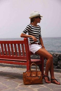 El estilo marinero, eternamente en tendencia: Fotos de los modelos - Look marinero con sombrero