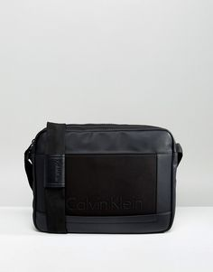 1db4a8e2a0 Get this Calvin Klein s messenger bag now! Click for more details.  Worldwide shipping.
