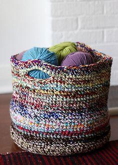 Ravelry: Scrap Yarn Basket pattern by Cintia Gonzalez Yarn Projects, Knitting Projects, Crochet Projects, Knitting Ideas, Scrap Yarn Crochet, Knitting Yarn, Crochet Basket Pattern, Crochet Patterns, Crochet Baskets