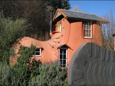 Unique vacation rentals, courtesy of AirBnB, via Gadling. Airbnb Rentals, Vacation Rentals, New Zealand Houses, Unusual Buildings, Tadelakt, Unusual Homes, Unusual Things, Auckland, Architecture