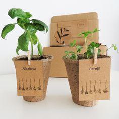 Seed Packaging, Flower Packaging, Food Packaging Design, Paper Packaging, Packaging Design Inspiration, Plant Wedding Favors, Wedding Gifts, Biodegradable Packaging, Biodegradable Products