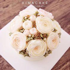 Lovely #bakingclass#buttercream#cake#baking#수제케이크#weddingcake#버터크림케이크#꽃#flowers#buttercake#플라워케이크#wedding#버터크림플라워케이크#specialcake#birthdaycake#flower#장미#rose#디저트#케이크#cupcake#dessert#food#beautiful#부케#bouquet#instacake#꽃스타그램#flowercake#peony @yoon2222222