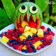 FullyRaw Watermelon Monster: he's kinda cute, don't you think? (raw, vegan) - T.Tavakoli.V Buffet Halloween, Fete Halloween, Halloween Ideas, Hallowen Food, Halloween Treats For Kids, Healthy Halloween Snacks, Watermelon Monster, Raw Food Recipes, Holiday Recipes