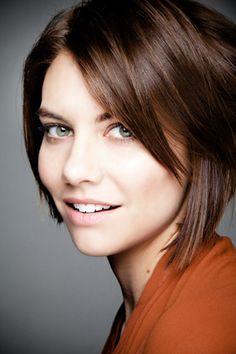 Love the clean, simple makeup and adorable short bob. (Lauren Cohan)