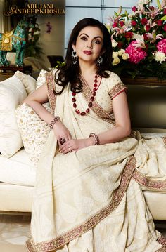 Lucknow Chikan Wholesale and Retail : Top 10 latest Lucknow Chikankari Sarees by Bollywood Celebrities Indian Attire, Indian Wear, Pakistani Outfits, Indian Outfits, Lucknowi Suits, Chikankari Suits, Nita Ambani, Look Short, India Fashion