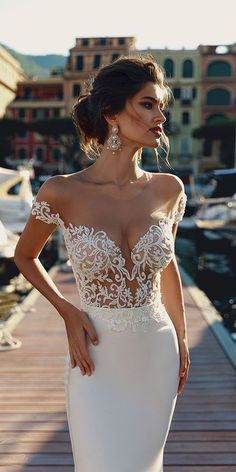 At Viero Bridal shops get couture wedding dresses, gowns and best bridal boutique at affordable price in Chicago, Los Angeles, New York and Las Vegas. Wedding Dresses 2018, Bridal Dresses, Prom Dresses, Gown Wedding, Wedding Dress Trumpet, Corset Dresses, Wedding Beach, Mermaid Dresses, Mermaid Wedding