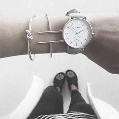 Armbanduhr in Rosè Gold mit grauen Lederarmband! Hier entdecken und shoppen: http://sturbock.me/X2R