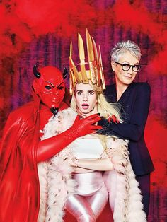 Scream Queens' actresses Emma Roberts and Jamie Lee Curtis star in the October 2015 cover story from Entertainment Weekly. Scream Queens Season 2, Queens Wallpaper, Blue Costumes, Jamie Lee Curtis, Queen Photos, Picture Editor, Queen Fashion, Margaret Atwood, Entertainment Weekly