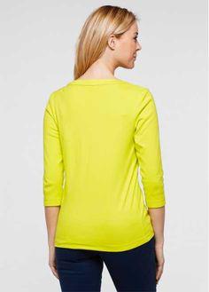 Veja agora:Blusa henley moderna e muito feminina. De manga 3/4 e com bolsos decorativos na altura do busto. Perfeita para vestir no dia-a-dia e combinar com peças básicas tipo calças jeans ou de tecido.  Comprimento de aprox. 66cm no tam. M, lavável à máquina.