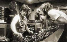 Tutto inizio con Alan Parsons ed il suo progetto... Nel 1976 un ingegnere del suono sconosciuto ai non addetti ai lavori decide di portare in prima persona le proprie idee in scena, formerà un sodalizio destinato a stravolgere la storia della musica p #album #musica #elettronica