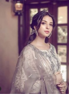 Pakistani Designer Suits, Pakistani Models, Pakistani Girl, Pakistani Actress, Pakistani Dress Design, Pakistani Fashion Party Wear, Pakistani Dresses Casual, Pakistani Bridal Dresses, Casual Formal Dresses