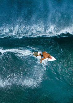 Kelly Slater en esta foto se le fue mucho y subió demasiado, tú que crees?? #surf