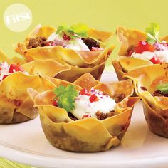 Mini Tacos - Instead of taco shells use wonton wrappers. Put them in a muffin tin coated with non-stick spray, then put your seasoned taco meat in each one. Bake at 350 for 8 minutes. Mexican Food Recipes, Beef Recipes, Cooking Recipes, Healthy Recipes, Coconut Dessert, Oreo Dessert, Mini Lasagna, Lasagna Cups, Pizza Cups