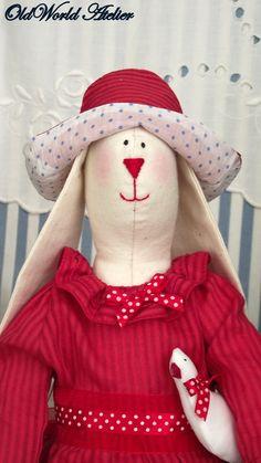 Iepuras dragalas (70 LEI la bristol.breslo.ro) Handmade Dolls, My Childhood, Bristol, Snowman, Toys, Outdoor Decor, Gaming, Snowmen