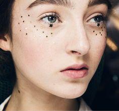 Wedding makeup trends: 11 looks with glitter Makeup Fx, Star Makeup, Makeup Tips, Beauty Makeup, Hair Beauty, Makeup Ideas, 2017 Makeup, Makeup Brush, Runway Makeup