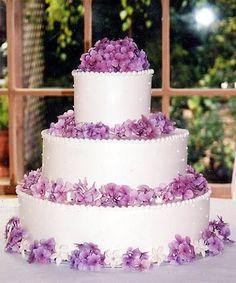 Poročna torta z vijoličnim dodatkom