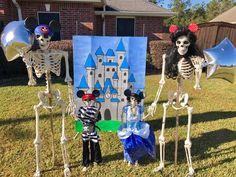 Halloween Yard Displays, Halloween Lawn, Halloween 2016, Halloween Skeletons, Halloween Season, Halloween Cosplay, Halloween Crafts, Skeleton Decorations, Halloween Decorations