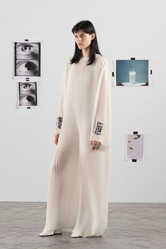 See the complete Krizia Resort 2018 collection. See the complete Krizia Resort 2018 collection. Indie Fashion, All Fashion, Fashion 2018, Fashion Week, Fashion Tips For Women, Fashion Photo, Fashion Dresses, Fashion Trends, Style Indie