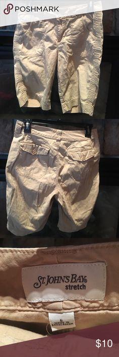 🚨last chance🚨Khaki Bermuda Shorts. Size 6. St. John's Bay Khaki Bermuda Shorts. Size 6. Good used condition. Shorts Bermudas