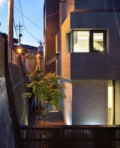 H-House by Sae Min Oh / bang by min emerging design group Minimalist House Design, Minimalist Home, Concrete Architecture, Modern Architecture, Commercial Space For Rent, Floor Area Ratio, Properties Of Matter, Sunken Garden, Exposed Concrete