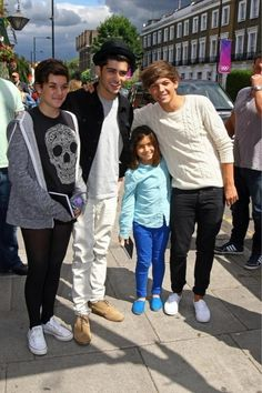 Louis and Zayn with two fans