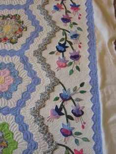 Quilt Photos - Artistic Machine Quilting.  Lovely border