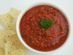 Copycat Chili's Salsa: Ingredients 2 14.5-oz cans whole tomatoes 1 4-oz. can diced jalapenos ½ onion, chopped 1 t. garlic powder 1½ t. salt 1 t. cumin 1 t. sugar juice of half a lime Instructions Place all ingredients in a blender, and blend until the consistency you prefer. Refrigerate for an hour so before serving.