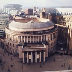 Manchester's stunning Central Library recently reopened after undergoing major renovations. The building was originally completed in 1934 and its design is loosely based on the Pantheon in Rome. This photo originally appeared on the @WeAreMCR Instagram account and was taken by @sarahcawdell.