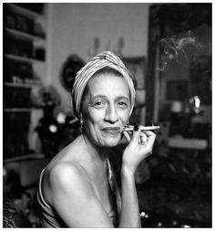 """""""L'eleganza è innata, e non ha niente a che fare con l'essere ben vestiti"""" (Diana Vreeland, 1984) #vintage #communication"""
