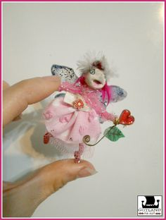 Hada Rosa Sonriente! Encantadora mini escultura mixedmedia única en su tipo.#fairy #fairy_sculpture #OOAK_fairy