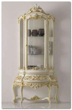 Sala da pranzo stile veneziano - Vetrinetta con rilievi in oro