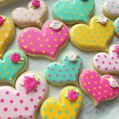 Find best ideas / inspiration for Valentine's day cookies. Get the best Heart shaped Sugar cookies for Valentine's day & royal icing decorating ideas here. Valentine's Day Sugar Cookies, Fancy Cookies, Heart Cookies, Iced Cookies, Cute Cookies, Easter Cookies, Cookies Et Biscuits, Cupcake Cookies, Summer Cookies