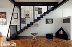 Exemplos de como um belo desenho também pode ser funcional, estas escadas unem soluções práticas ao conforto da pisada