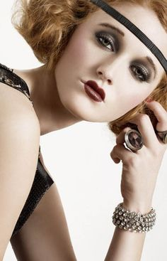 The flapper era was a period in the in the US characterized by excess and hedonism. Those in the flapper era were known for. 1920 Makeup, Flapper Makeup, Vintage Makeup, Retro Makeup, Vintage Beauty, Make Up Looks, Beauty Makeup, Hair Makeup, Hair Beauty