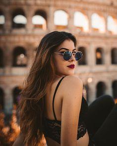 Lo que daría por verte sonreír mirándome. 📸- @edubastus5 Fashion Photography Poses, Tumblr Photography, Photography Women, Portrait Photography, Stylish Girl Images, Stylish Girl Pic, Instagram Pose, Insta Photo Ideas, Tumblr Girls