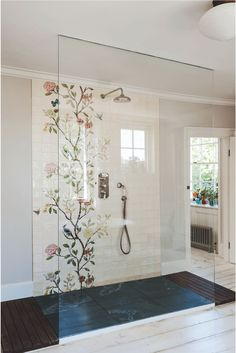Badezimmer der Woche: Ein romantisches Londoner Bad aus Vintage-Teilen Bathroom of the Week: A romantic London bath of vintage pieces Bad Inspiration, Bathroom Inspiration, Bathroom Ideas, Bathroom Trends, Bathroom Showers, Bath Shower, Bath Tub, Bathroom Vanities, Sinks