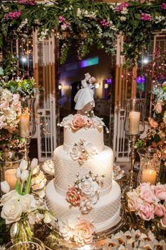 Bolos de casamento: branco com flores - Foto Anna Quast e Ricky Arruda Fotografia