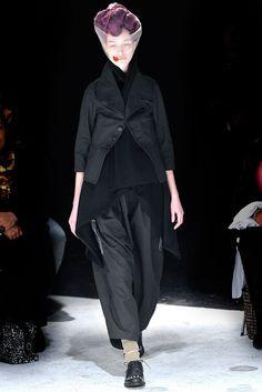 Comme des Garçons Fall 2009 Ready-to-Wear Fashion Show - Amanda (KARIN)