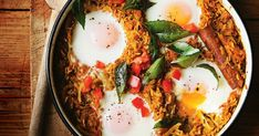 Spicy rice and sweet potato biryani with baked eggs This spicy rice and egg dish is a delicious vegetarian dinner idea. Rogan Josh, Vegetarian Dinners, Vegetarian Recipes, Cooking Recipes, Vegetarian Biryani, Beginner Vegetarian, Healthy Meals, Korma, Indian Food Recipes