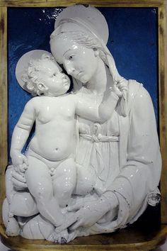 Andrea della Robbia: Madonna col Bambino seduto sul cuscino (1495) #rossirestauro #dellarobbia #terrecotte #restauro #artconservation www.rossirestauro.com