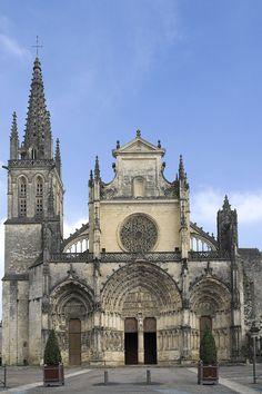 La cathédrale Saint-Jean-Baptiste de Bazas est une cathédrale catholique romaine.  située dans la ville de Bazas, dans le département français de la Gironde