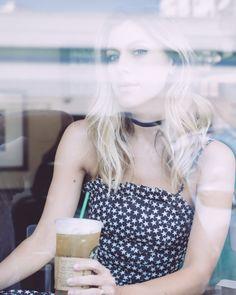 #Morning from Starbucks (café) Delicadeza pé no chão e moda: @nativozza é a nossa estrela do #HerStyle   Entre uma troca de roupa e outra Nati conversou com a gente sobre como é ser mãe blogger e designer ao mesmo tempo e muito mais! A matéria completa já está no STORIES no menu INSPIRE-SE! {styling @bynv  @schutzoficial} . . . #ShopTheShooting #ShopOnline #nativozza #fashionblog #ootd  #blogglam4you #style #chic #decor