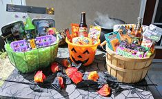 Ring in Halloween with the fun tradition of a Halloween BOO! Surprise your friends & neighbors with these 3 themed Halloween gift baskets & BOO printables. #halloween #boo #halloweenboo #giftbasket #halloweencrafts #diy #diyhalloween #worldmarkettribe #ad