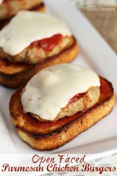 Open Faced Chicken Parmesan Burger ~ Easy, Delicious Parmesan Chicken Burger Piled with Marinara and Cheese on top of Garlic Bread! I would use thinly pounded chicken breast instead of ground chicken. Not so dry! Easy Meal Plans, Easy Meals, Healthy Meals, Avocado Burger, Great Recipes, Favorite Recipes, Easy Recipes, Sammy, Good Food